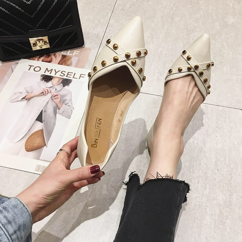 Single shoes female 2019 spring flat new Korean version of the wild white shallow mouth rivets soft bottom pointed peas