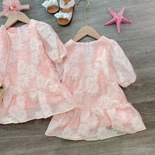 Váy gấm hoa nổi dành cho bé