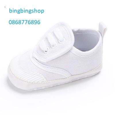 giày thể thao trắng dây trắng