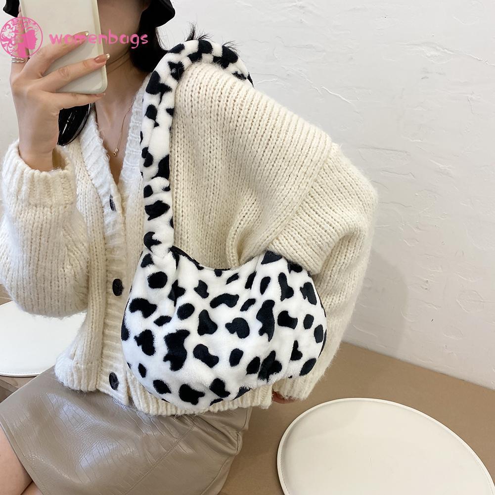 Túi đeo vai nhung lông họa tiết da bò thời trang thu đông dễ dàng mang theo và sử dụng khi đi dạo phố đi học