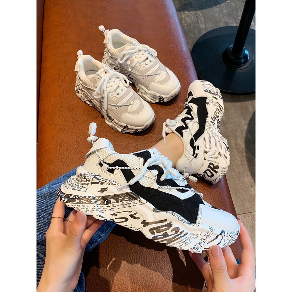 รองเท้ากีฬาของผู้หญิง, รองเท้าสีขาวระบายอากาศ, รองเท้าสีขาวขนาดเล็ก, รองเท้าน้ำข