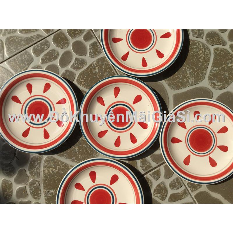 Giọt nước màu đỏ: Bộ 5 dĩa sứ 7 in hoa văn kiểu Nhật - Kích thước: (20 x 2) cm.