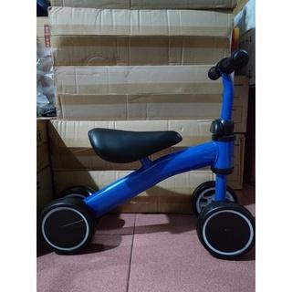 Xe chòi chân, xe thăng bằng, xe tập đi cho bé