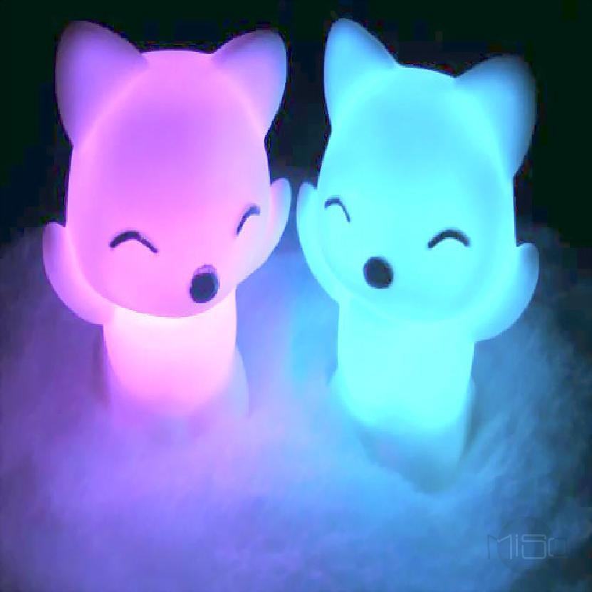 สุนัขจิ้งจอกกลางคืนสีสันแสงของเล่นของเล่นเรืองแสงส่องสว่างประหยัดพลังงาน 681