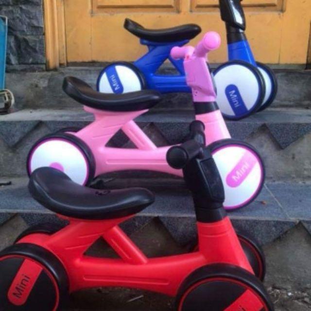 Xe chòi chân Mini có nhạc và đèn (tặng kèm pin)