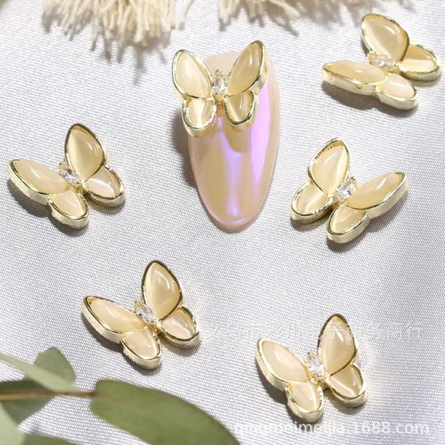 ✅Charm bướm đính móng tay.