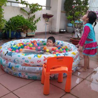 Bể bơi tròn 3 chi tiết. Gồm 1 bể bơi 1 phao bơi và 1 bóng to.