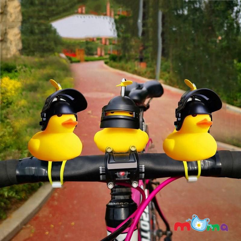 01 Vịt đội mũ bảo hiểm có chong chóng, có âm thanh pít, có đèn phát sáng gắn trên xe máy, xe đạp _C07