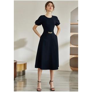 Váy công sở cổ tròn tay ngắn phồng màu đen móc khuyên điểm nhấn