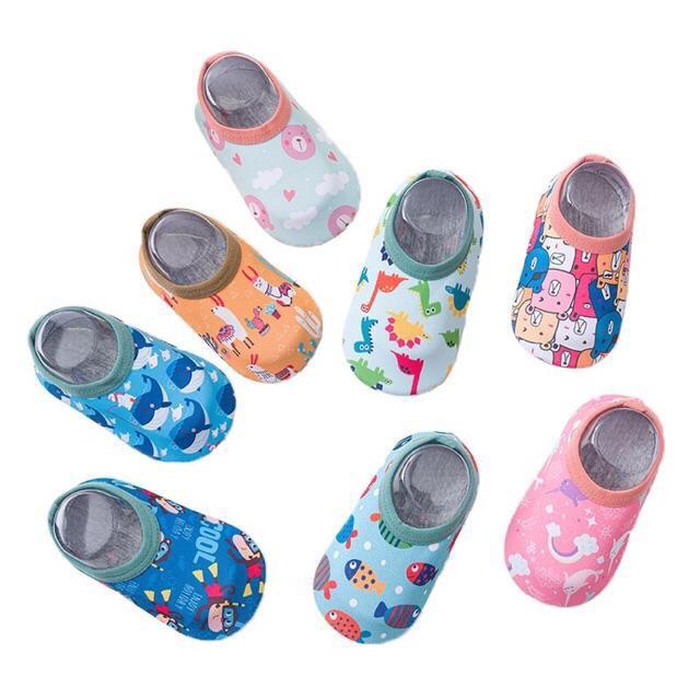 [s] Kids_mart: Giày vải chống trượt lót lông đi trong nhà, giữ ấm gang bàn chân cho bé