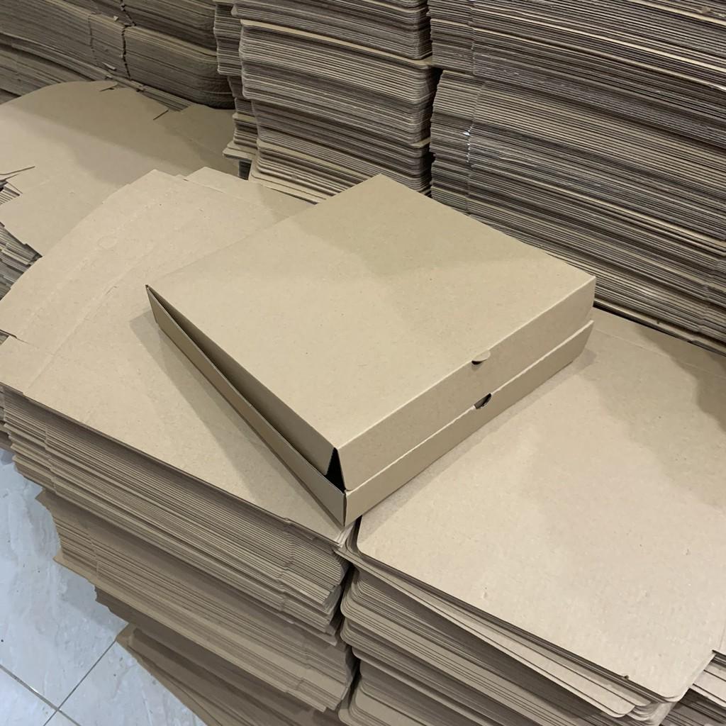 Hộp carton đựng bánh pizza size 26x26x4cm
