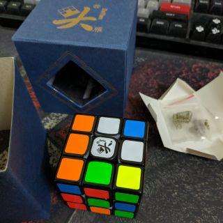Đồ chơi Rubik 3×3 Dayan Tengyun M