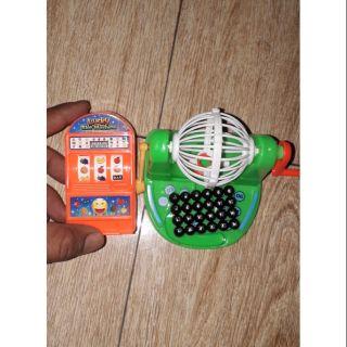 Set 2 cái trò chơi gồm 1 quay lô tô và 1 quay số bằng nhựa