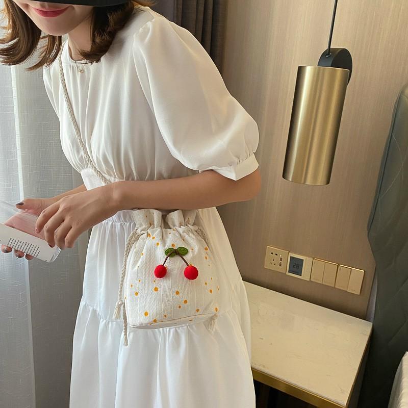 Túi đeo chéo vai nhỏ xinh họa tiết hoa ngọt ngào cho nữ