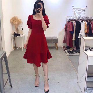 Đầm đỏ cổ vuông nút bọc