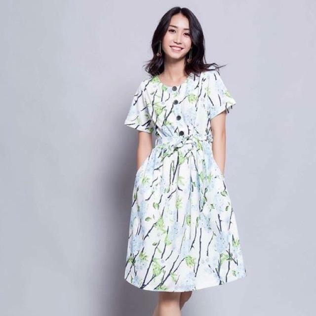 Đầm hoa dáng xoè Wu.