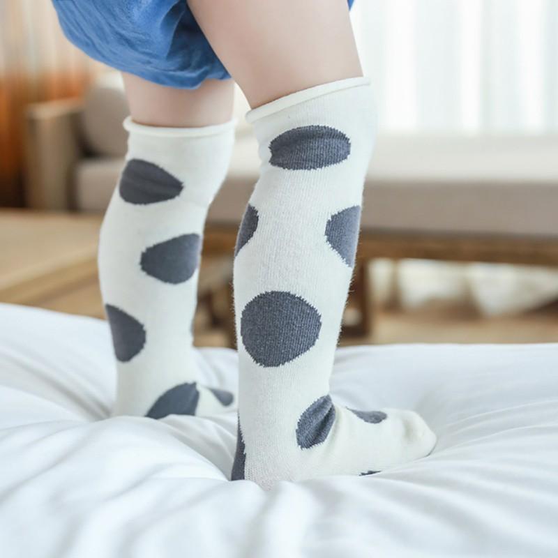 Vớ dài họa tiết chấm bi chất liệu cotton dễ thương dành cho bé gái