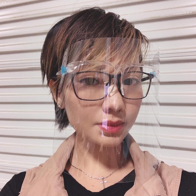 Tấm kính kèm gọng chống dịch - Giọt bắn - Khói bụi
