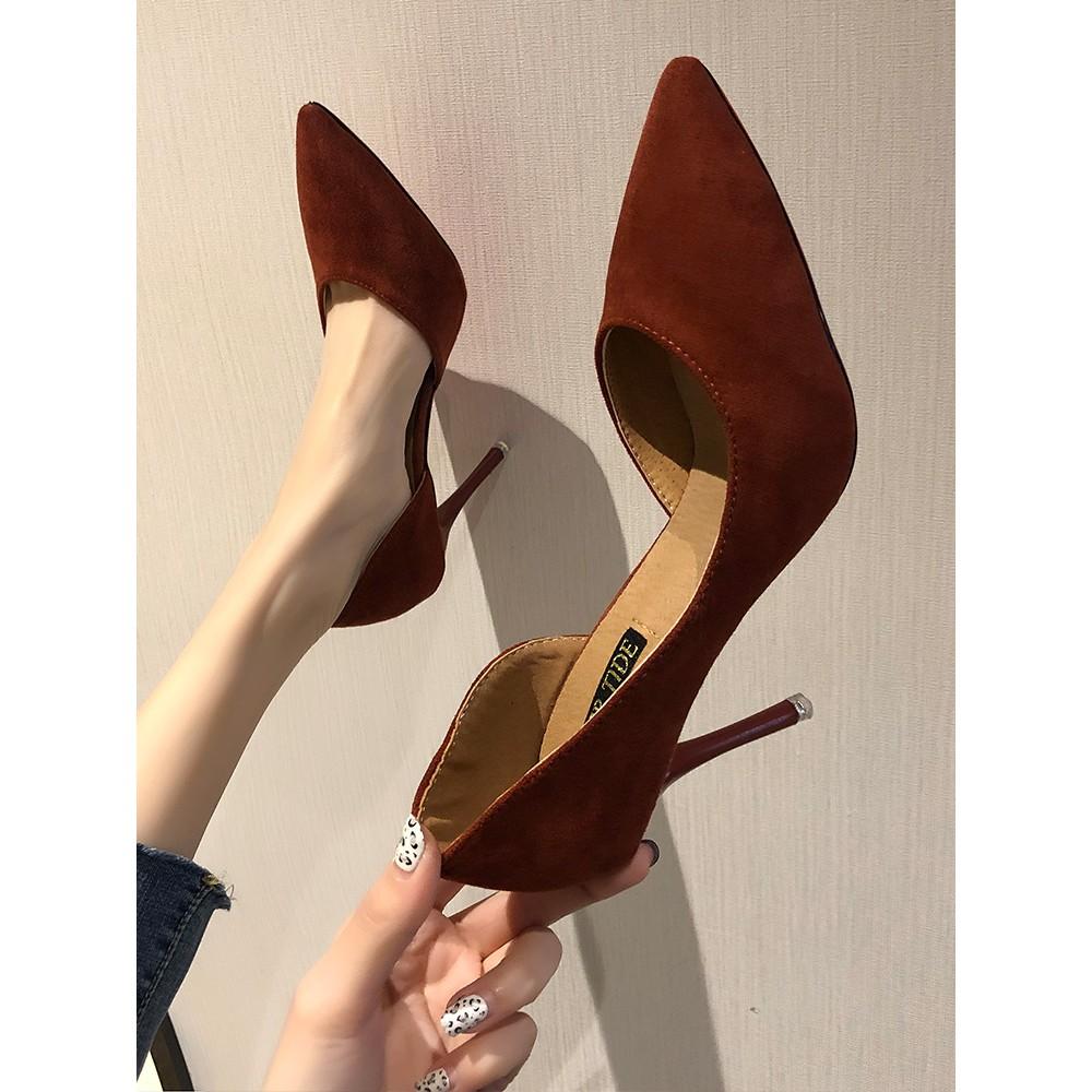 【จัดส่งฟรี】ไม้ผลิเซ็กซี่สุดยอดดีกับสีแดงชี้สุทธิป่าแฟชั่นสาวเกาหลีรองเท้าเดียวน้ำ