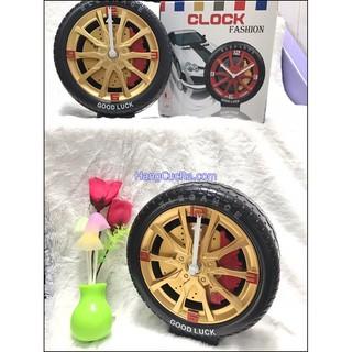 Đồng hồ để bàn hình bánh xe