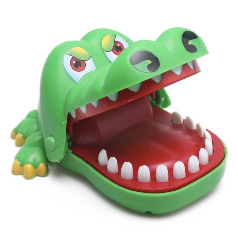đồ chơi cá sấu cắn tay vui nhộn