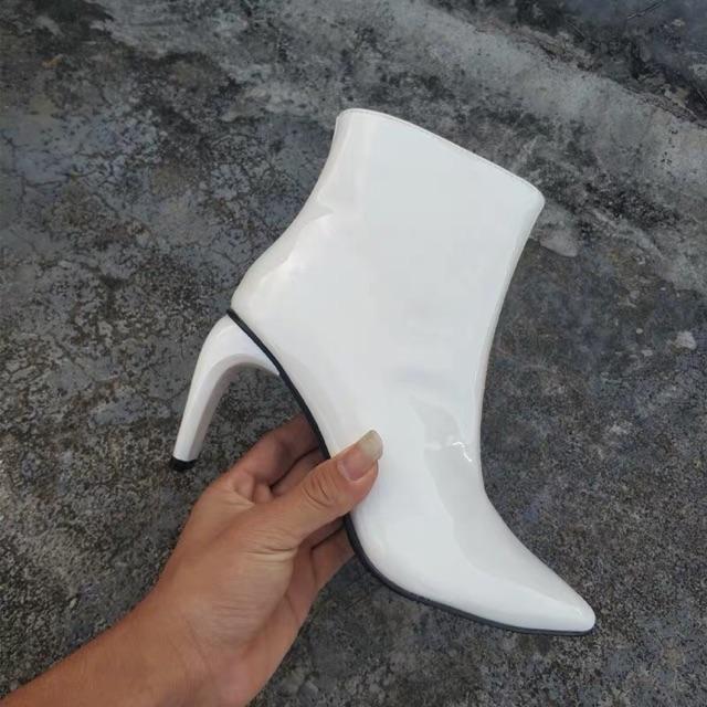 Giày boot trắng