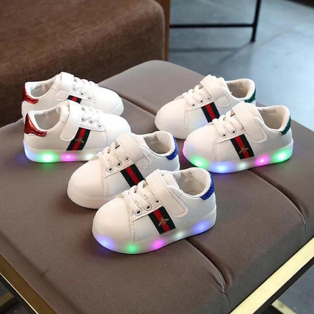 Giày cho bé trai/bé gái có đèn led siêu đẹp - 9966338 , 845006508 , 322_845006508 , 180000 , Giay-cho-be-trai-be-gai-co-den-led-sieu-dep-322_845006508 , shopee.vn , Giày cho bé trai/bé gái có đèn led siêu đẹp