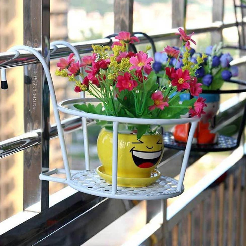 Giá sắt treo giỏ hoa ban công