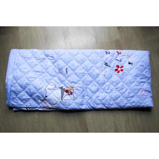 Chăn hè poly mẫu con chó trắng xanh dương nhạt chất liệu mềm mại thấm hút chăn cho bé đi học [122 KG