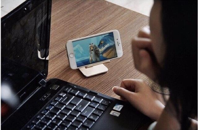 Kệ đỡ điện thoại tiện lợi- SHOPPE TRỢ GIÁ