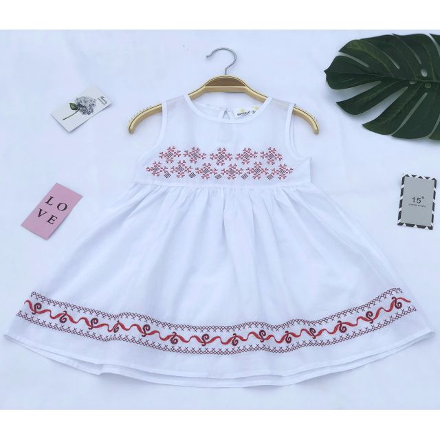 Váy thô thêu họa tiết nổi