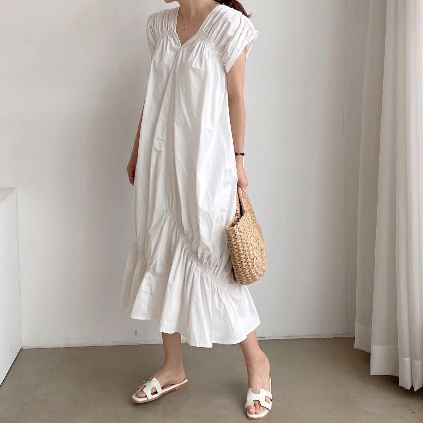 Mặc gì đẹp: Tinh tế với Đầm Dài Midi Trắng Tối giản Thanh lịch Cổ V Form rộng Xếp ly nhỏ Ulzzang Hàn Quốc Váy Trắng Midi Vạt lệch Xếp tầng