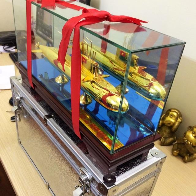mô hình tàu ngầm mạ vàng làm quà tặng