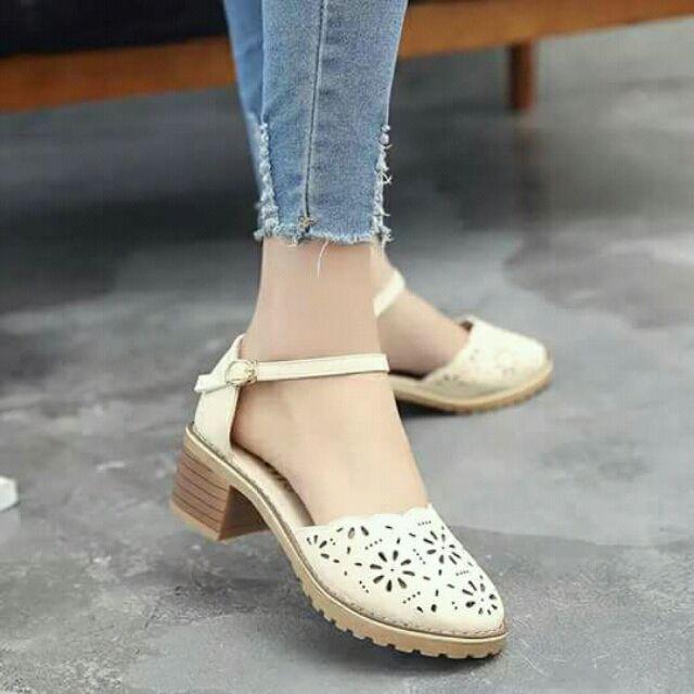 Giày cao gót nữ.