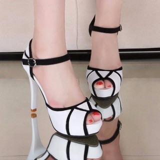 Giày sandal cao gót màu trắng phối đen 9 phân bao đẹp y hình