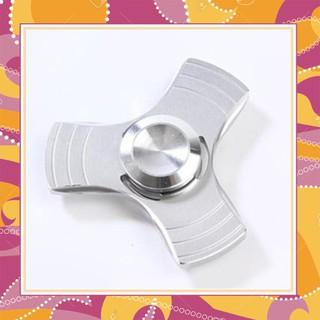 [ẢNH THẬT, HÀNG THẬT] Spinner 3 Cánh Kim Loại Viền Ba (Màu Sắc Ngẫu Nhiên)