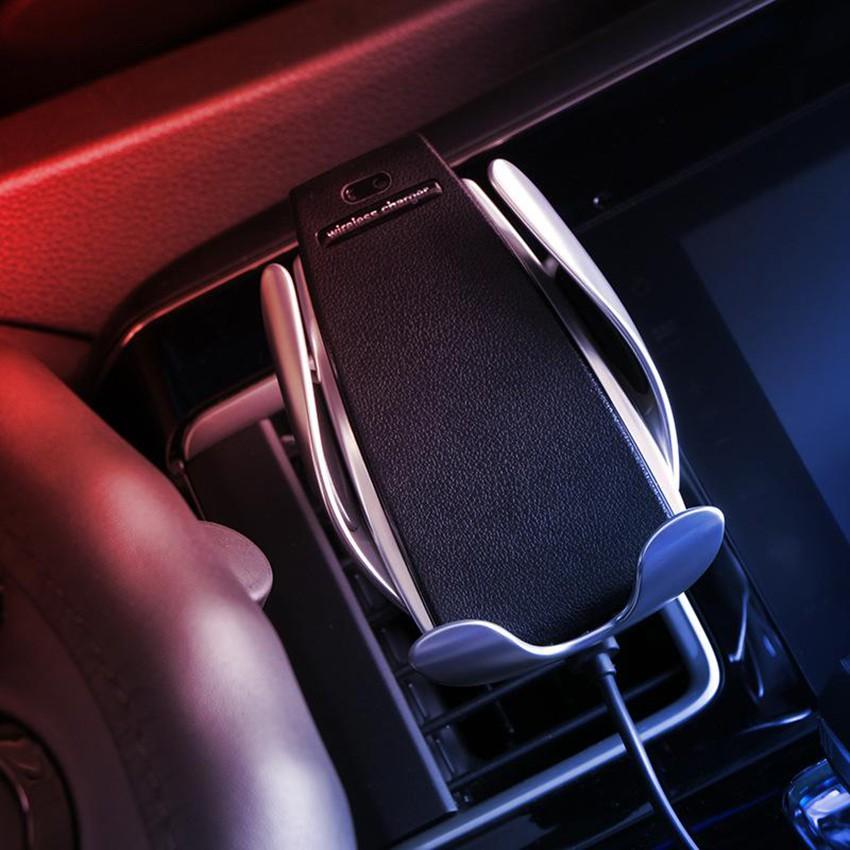 Giá đỡ kiêm sạc nhanh không dây trên ô tô
