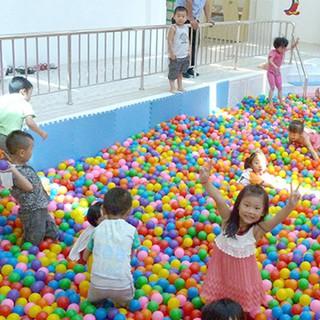 Set 50 quả bóng nhựa mềm nhiều màu cho bé tạo hình sóng biển