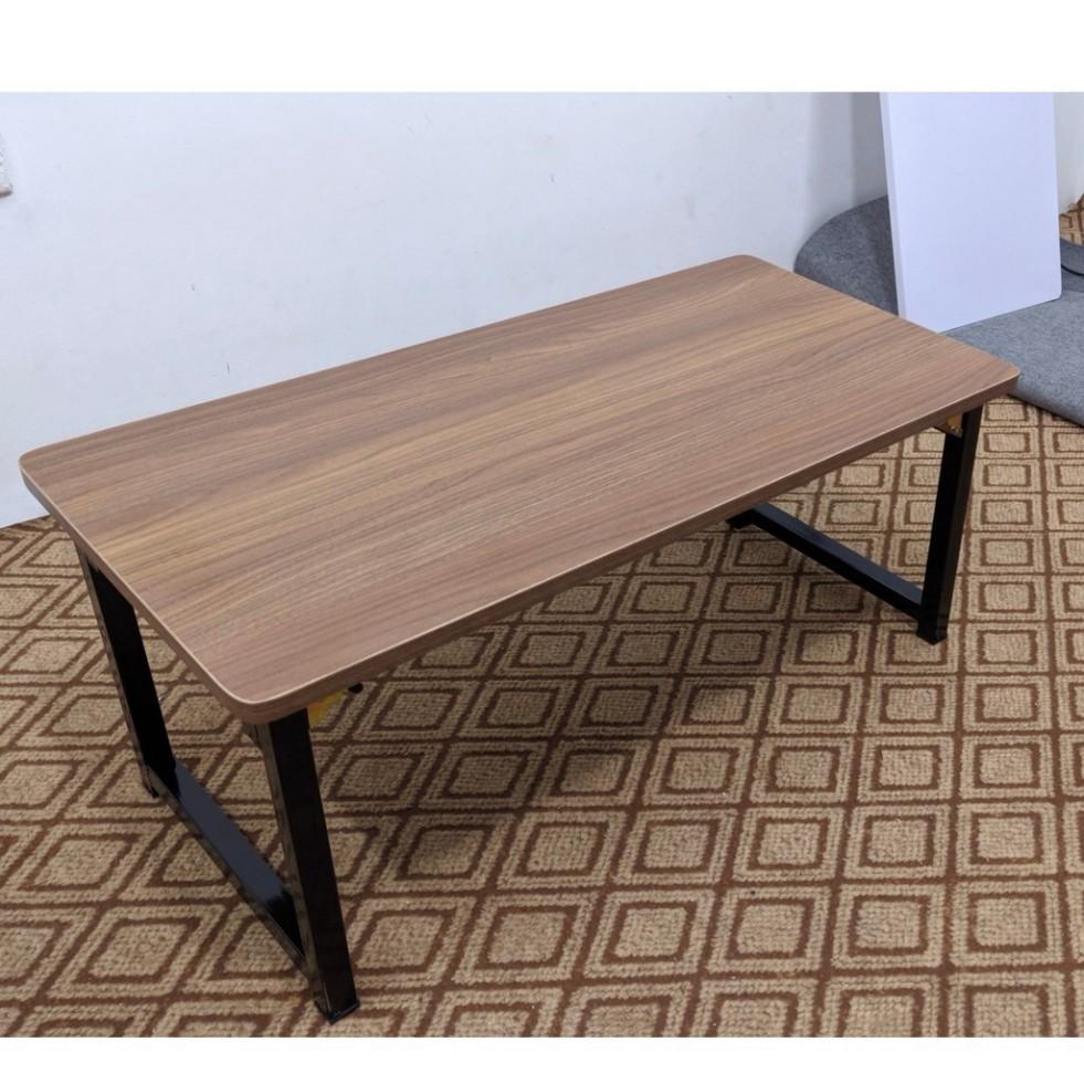 Bàn gỗ 𝐠𝐚̂́𝐩 𝐠𝐨̣𝐧 chân sắt 𝘃𝘂𝗼̂𝗻𝗴, dùng để làm việc, bàn ăn, dễ dàng gấp gọn khi không sử dụng