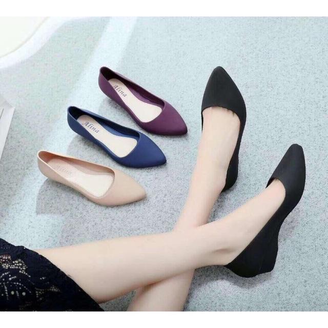 Combo 21 đôi giầy nhựa Alina