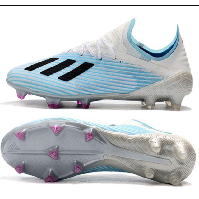 Giày đá bóng sân tự nhiên