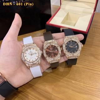 Đồng hồ nữ Hulo mặt tròn đính viền đá dây cao su thơm vani cao cấp DHN601 shop447