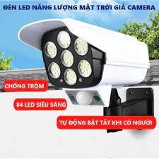Đèn năng lượng mặt trời giả camera tự động BẬT TẮT chống trộm. có điều khiển