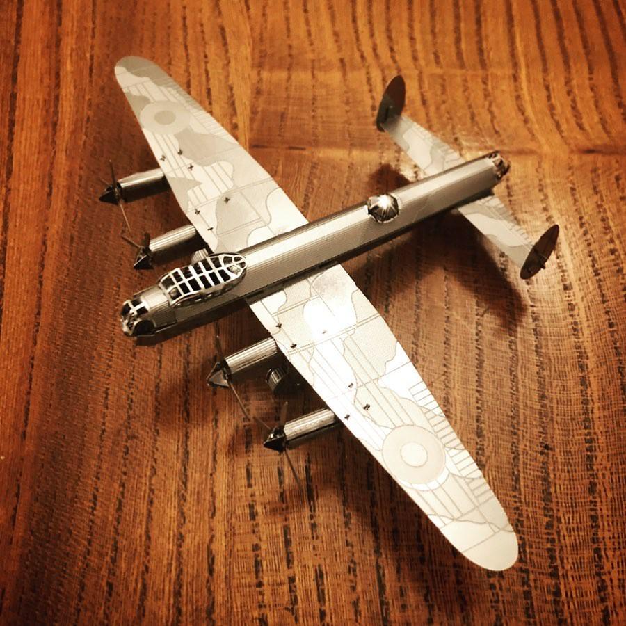 Mô Hình Lắp Ghép 3D Kim Loại Tự Ráp Máy Bay Ném Bom Hạng Nặng Avro Lancaster – Chưa Lắp