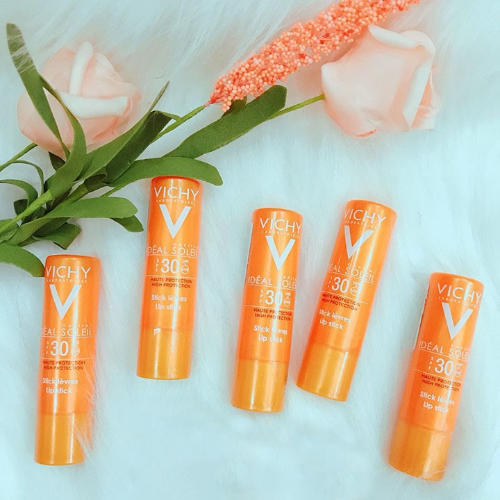 8. Son dưỡng môi tốt giá rẻ VICHY Aqualia Thermal Lips Soothing & Repairing Balm