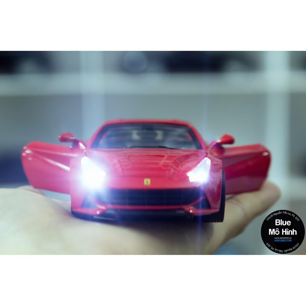 Xe mô hình Ferrari F12 Berlinetta Double Horses 1:32