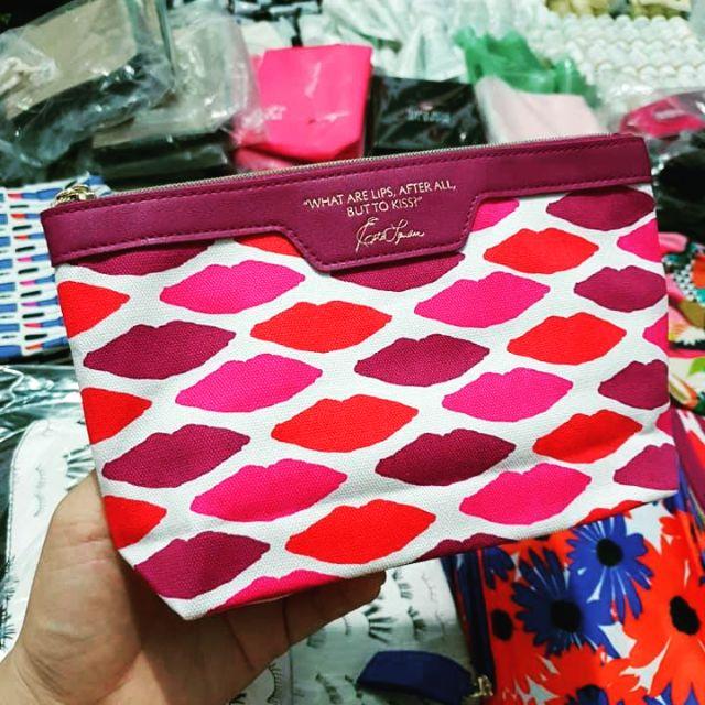 Túi mỹ phẩm Estee Lauder môi viền đỏ