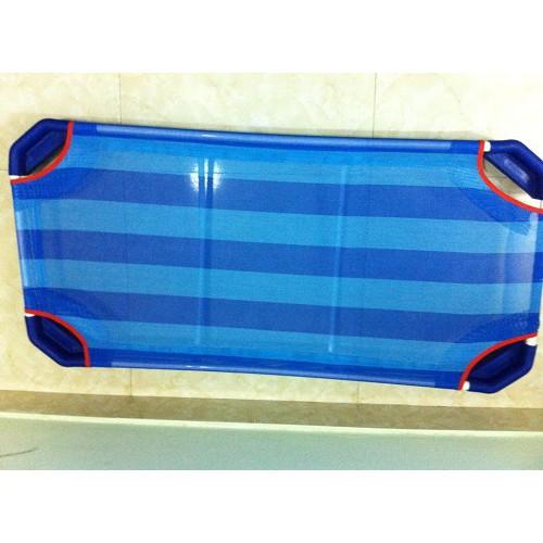 Giường lưới chống nóng lưng cho bé mùa hè loại chân vuông 2 thanh đỡ lưng chắc chắn