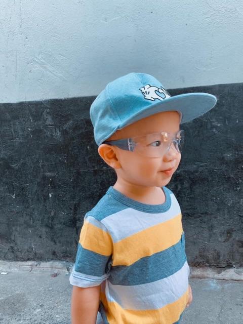 Kính bảo vệ mắt cho bé