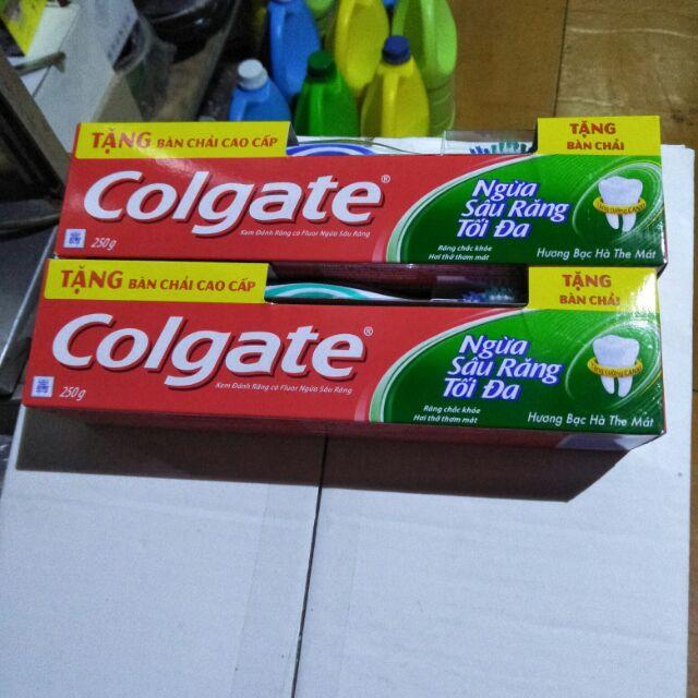 Combo 2 cây kem đánh răng Colgate ngừa sâu răng tối đa 250g có tặng kèm bàn chải.
